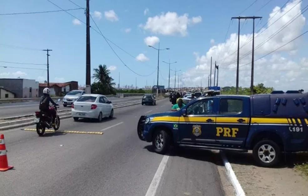 Policiais rodoviários federais reforçarão a fiscalização e o policiamento ostensivo nas rodovias federais de maior movimento e, consequentemente, de maior incidência de acidentes de trânsito — Foto: PRF/Divulgação