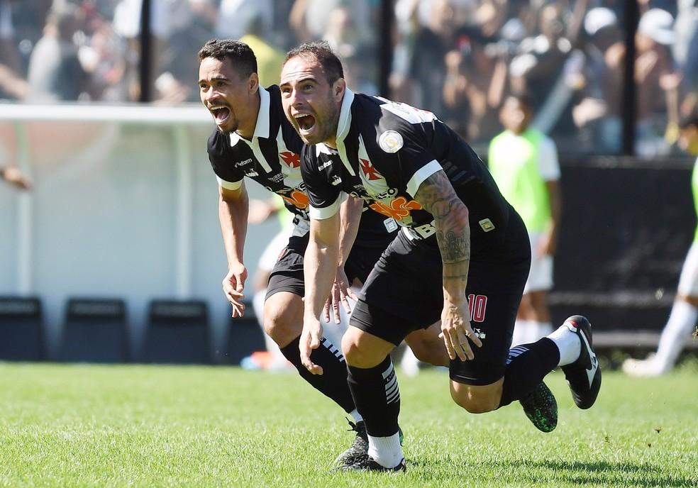 Bruno César marcou de falta na vitória vascaína sobre o Fluminense em São Januário — Foto: Andre Durão/GloboEsporte.com