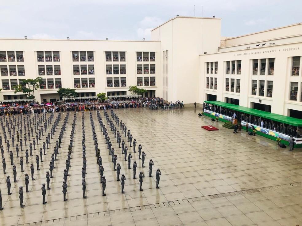 Solenidade de formatura de oficiais na Academia Militar das Agulhas Negras, em Resende, no Rio de Janeiro, neste sábado (1º) — Foto: Lara Gilly/G1