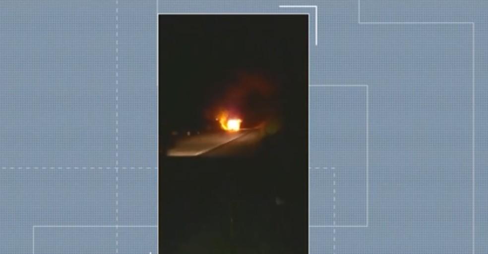 Na hora do incêndio, as pessoas voltavam de Salvador, depois de atendimentos médicos, e iam para Barra.  — Foto: Reprodução TV Oeste