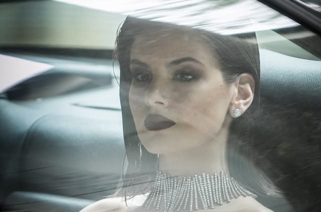 Camila Queiroz é Vanessa (Foto: TV Globo)