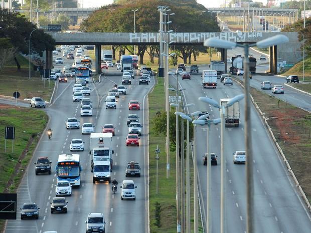 Epia (DF-003), rodovia que passa pela Candangolândia, no Distrito Federal (Foto: Pedro Ventura/Agência Brasília)