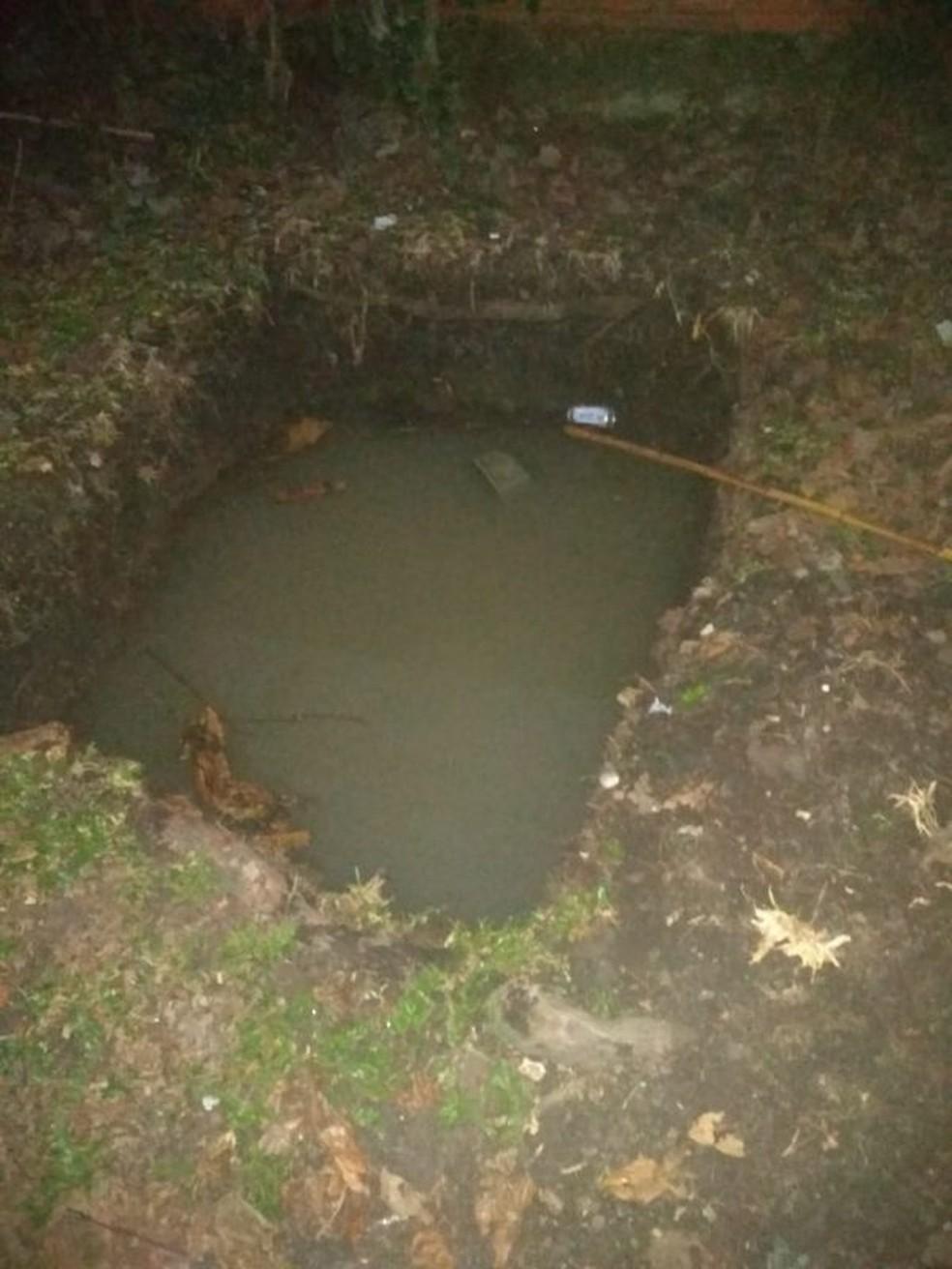 Criança morreu após cair em fossa — Foto: Reprodução/ NSC TV