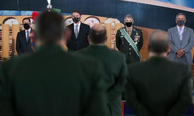 Bolsonaro participa da solenidade de promoção de oficiais-generais
