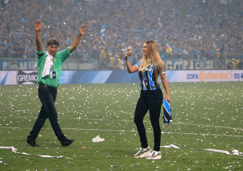 Renato e Carol Portaluppi após conquista da Copa do Brasil (Foto: Diego Guichard)