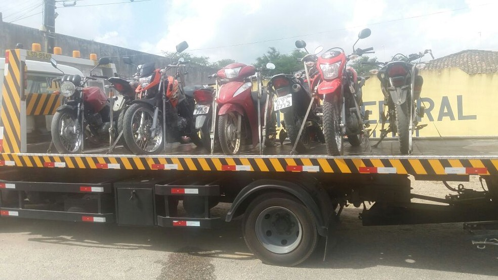 Motos estavam com a quadrilha  (Foto: Divulgação/PRF)