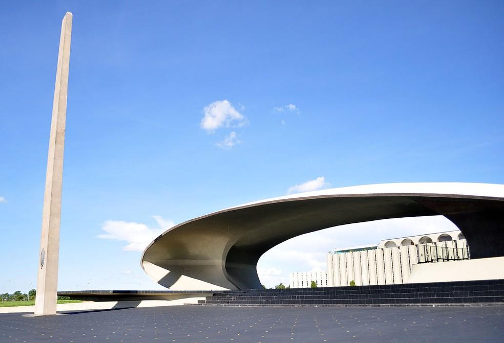 Monumentos em frente ao Quartel-General do Exército, em Brasília (Foto: Wikimedia/Reprodução)