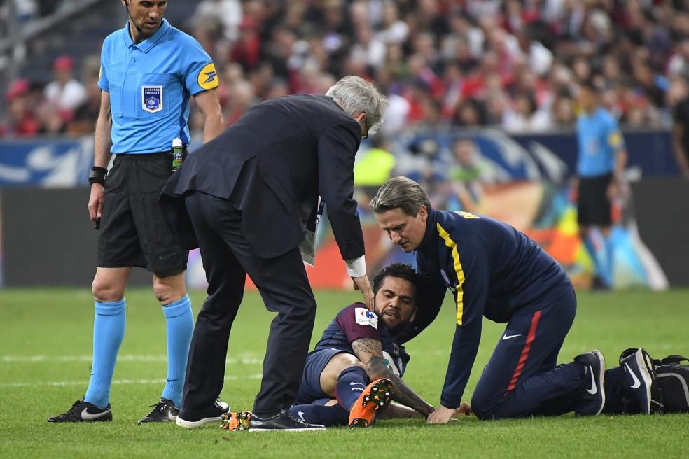 Daniel Alves não vai disputar a Copa da Rússia (Foto: Damien Meyer/AFP)