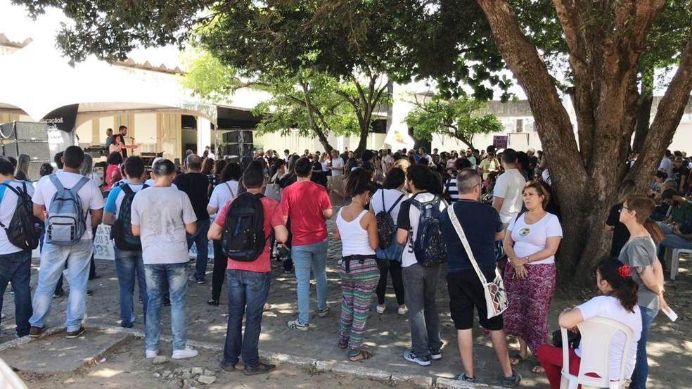 Bandas se apresentam durante evento político-cultural contrário a bloqueios orçamentários na UFRN  — Foto: Robson Oliveira/Inter TV Cabugi