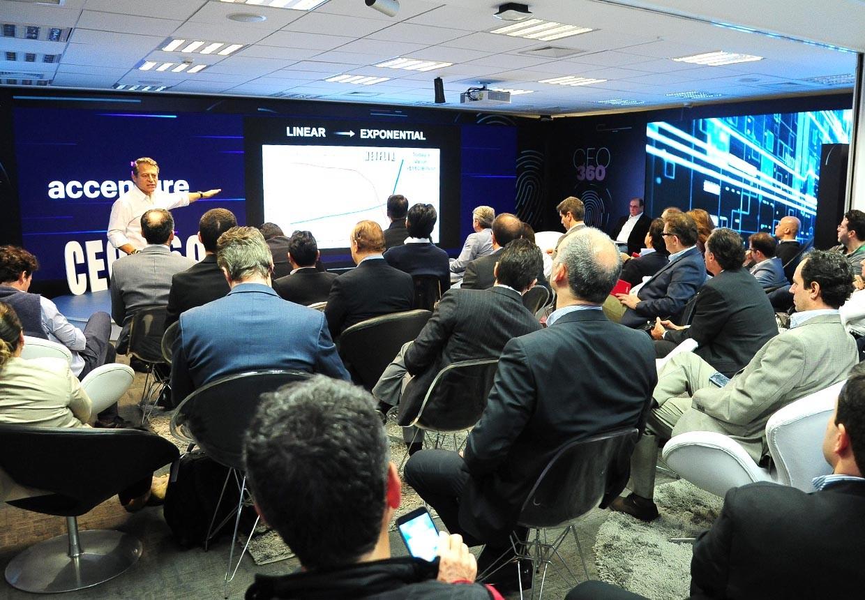 Peter Diamandis discute dados e organizações exponenciais com convidados da Accenture (Foto: Divulgação/Accenture)