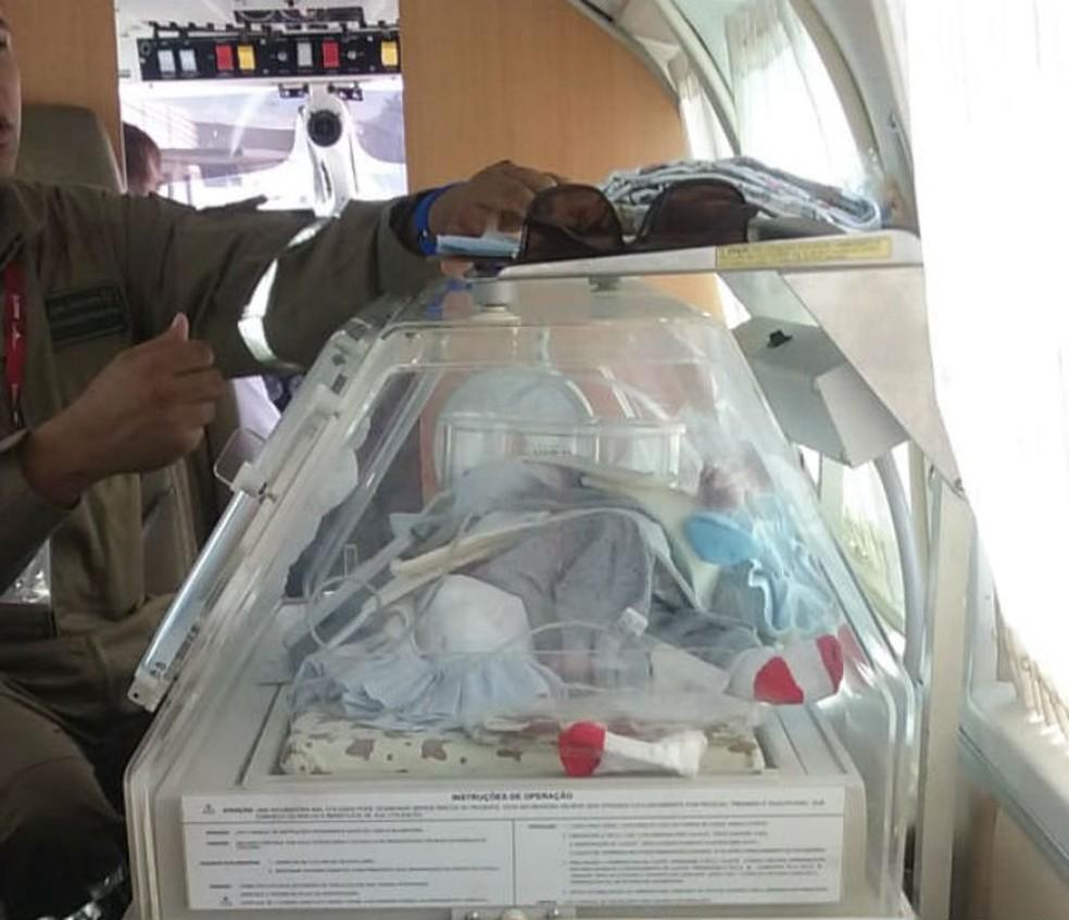 Recém-nascido com malformação no tórax e abdômen e problema cardíaco foi transferido para Salvador no dia 13 de abril — Foto: Arquivo Pessoal