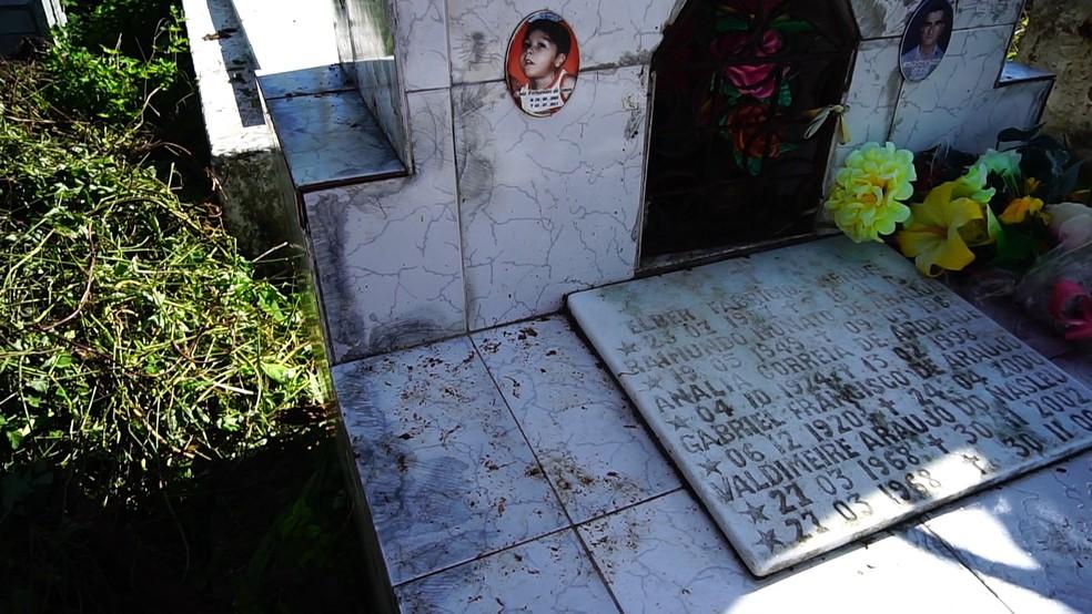 Túmulo do menino Elber mendes, em Camocim (CE) — Foto: Reprodução/TV Clube
