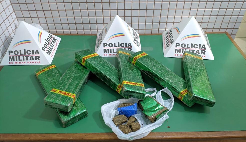 Polícia apreendeu nove quilos de maconha em Caratinga — Foto: Polícia Militar/ Divulgação