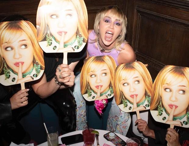 Miley Cyrus faz festa para celebrar 15 anos de estreia de Hannah Montana (Foto: Vijat Mohindra)