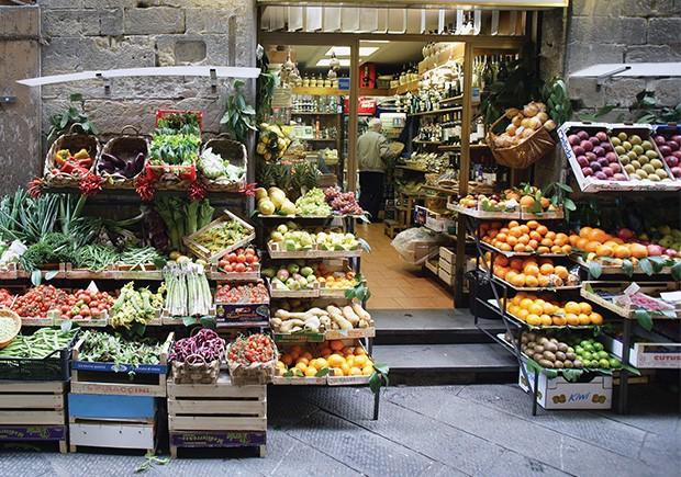 Bem-estar: Loja de frutas e vegetais na Itália. (Foto: Getty Images)