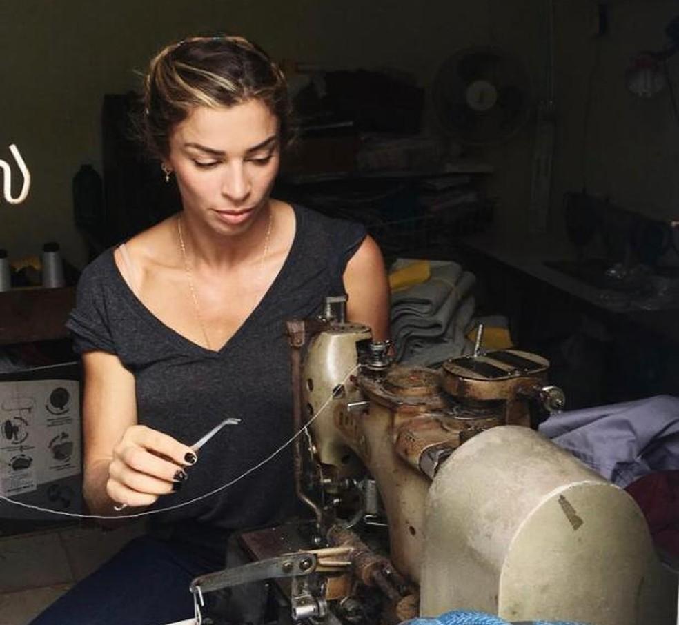 Grazi Massafera teve aulas de costura para 'Bom Sucesso' — Foto: Arquivo pessoal