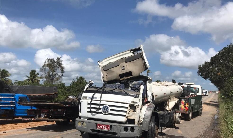 Acidente entre dois caminhões e dois carros deixa três feridos na BR-304 na Grande Natal — Foto: Geraldo Jerônimo/Inter TV Cabugi