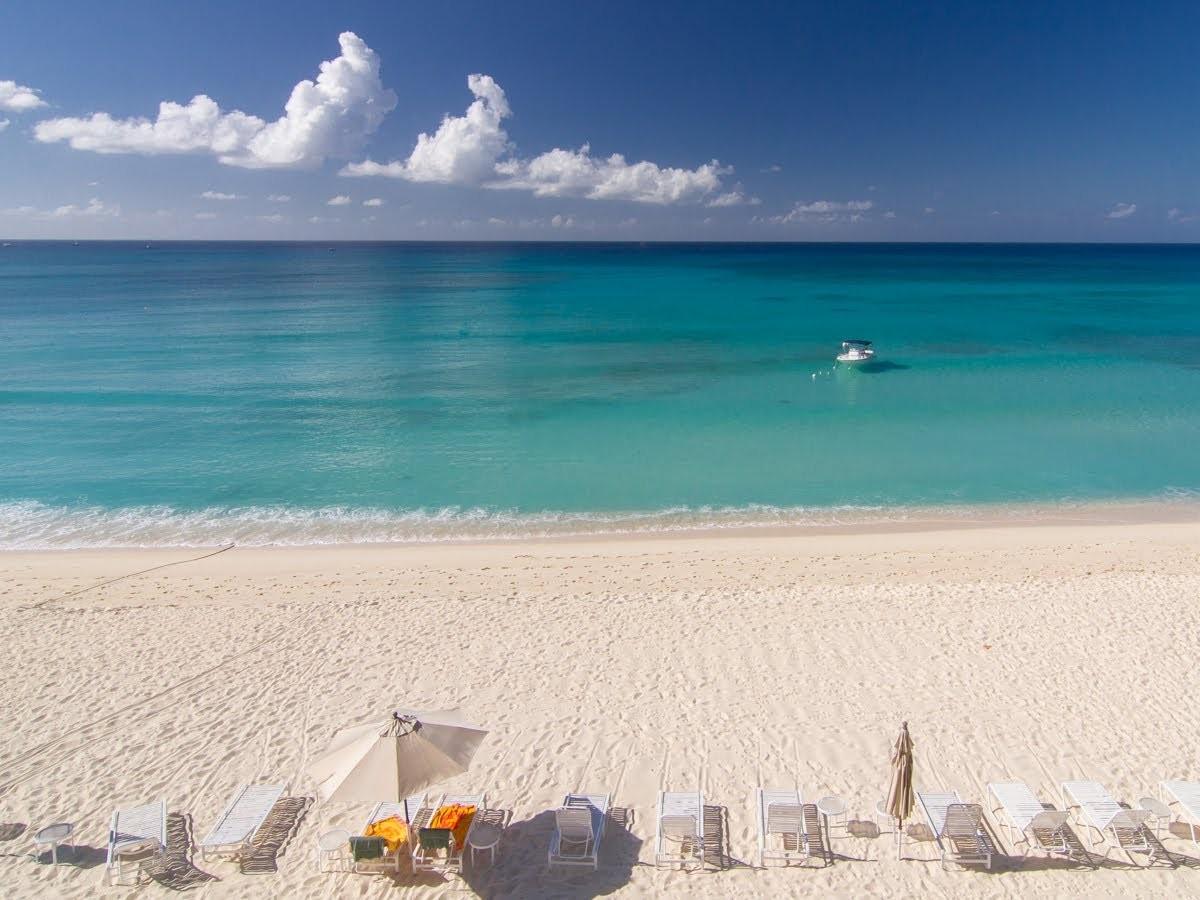 O hotel  Grand Cayman, nas Ilhas Cayman, Caribe (Foto: Divulgação)