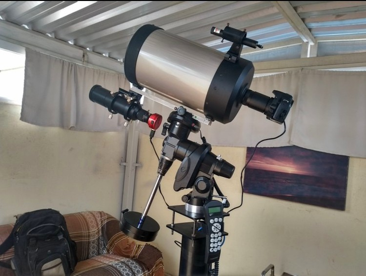 Servidor da UFU mantém observatório astronômico em casa e desenvolve projeto com estudantes em Monte Carmelo