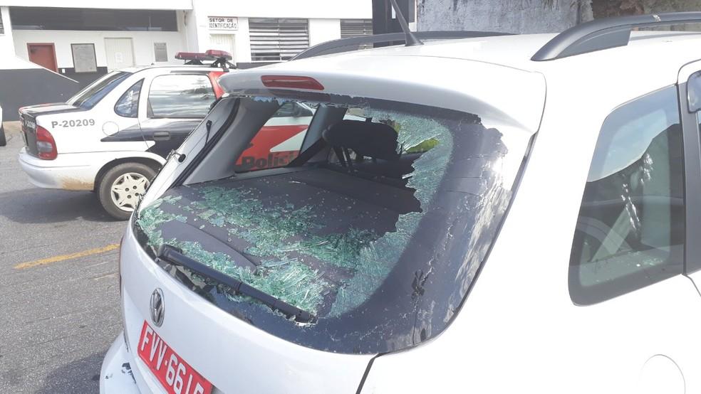 Mulher destruiu o carro do marido após descobrir traição em Praia Grande, SP — Foto: Fernando Degaspari/Jornal A Tribuna de Santos