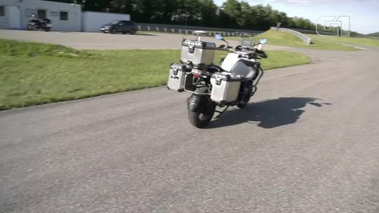 Moto BMW que anda sozinha, fim do Fusca e mais destaques de carros e motos na semana