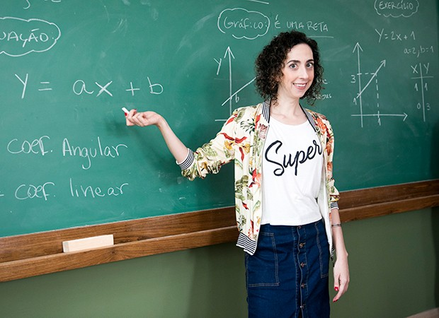Mariana Armellini interpreta a professora Brigitte (Foto: Globo/João Miguel Júnior)