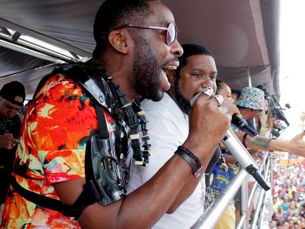 Lázaro Ramos canta no carnaval de Salvador nesta quarta-feira (Foto: Robson Oliveira/Ag Haack)
