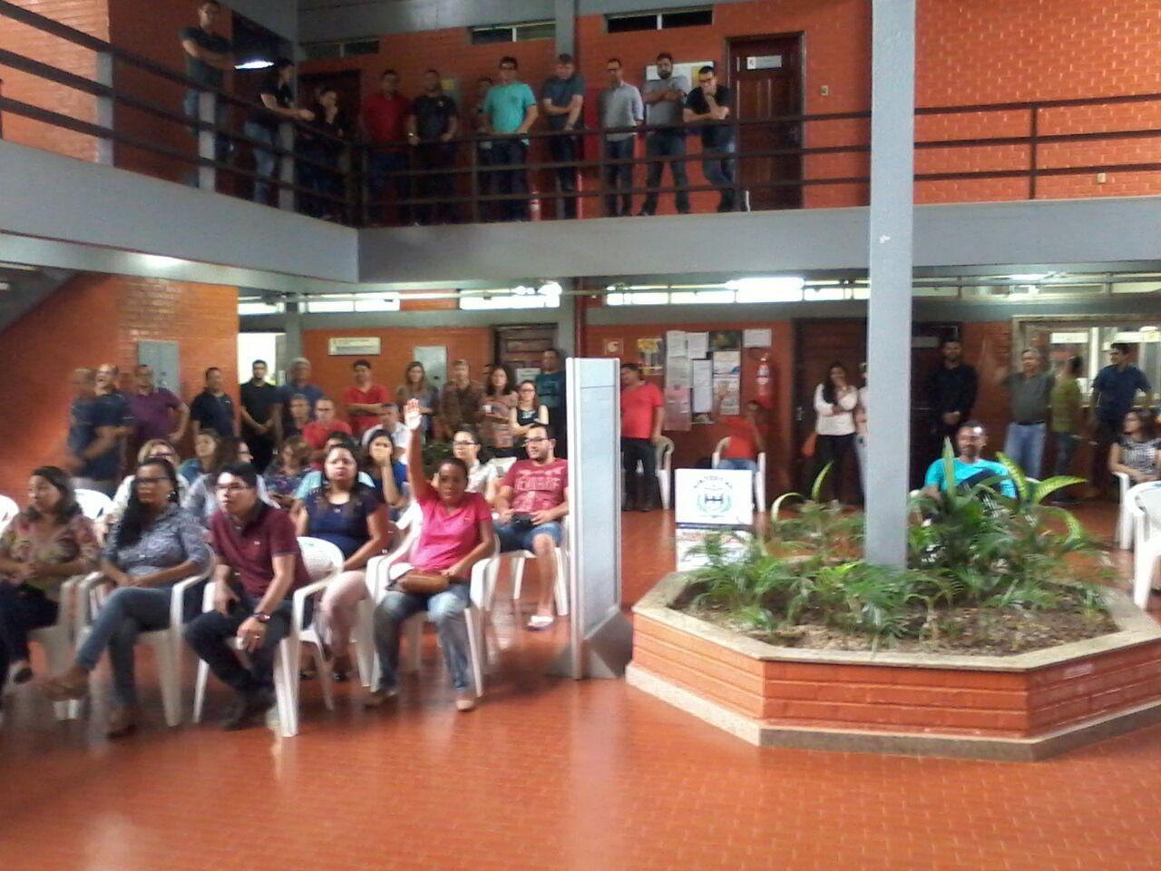 Em assembleia, técnicos administrativos da Ufac decidem entrar em greve por tempo indeterminado