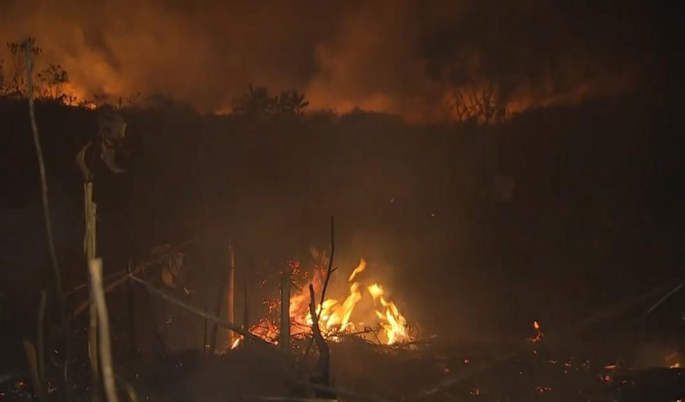 Focos de incêndio na Chapada Diamantina se concentra em Parque Nacional — Foto: Reprodução/TV Bahia