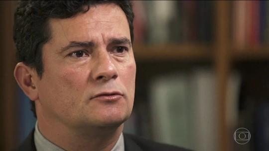 Moro pede exoneração do cargo de juiz para ser ministro de Bolsonaro