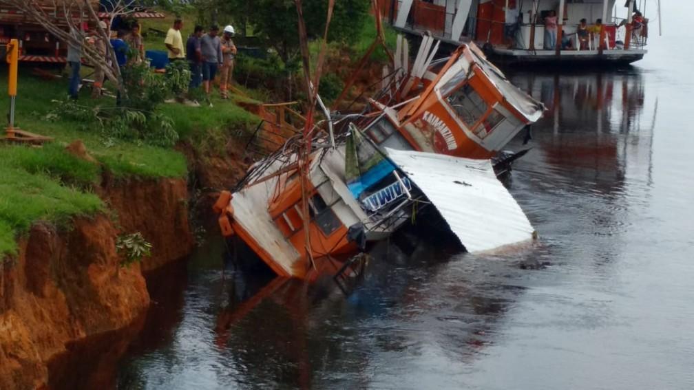 Rebocador teve danos devido ao impacto e deve ser consertado no município. — Foto: Arquivo pessoal