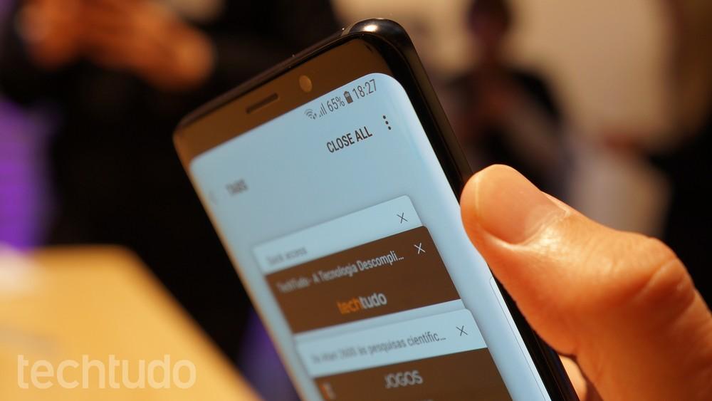 Detalhe das bordas curvas e dos cantos arredondados do Samsung Galaxy S9 (Foto: Thássius Veloso/TechTudo)
