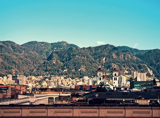 Construções e vista de Bogotá, cidade que está a quase 3 mil metros de altitude (Foto: eStock Photo/Glow Images/Thinkstock )