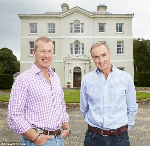 Lorde Ivar Mountbatten e James Coyle (Foto: Reprodução/Daily Mail)