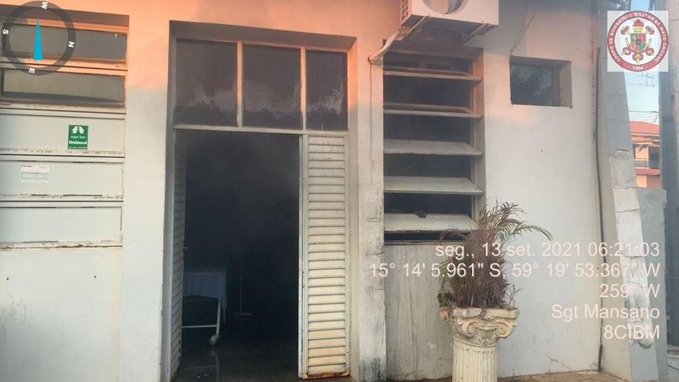Recepção do hospital foi a mais atingida pelo fogo — Foto: Corpo de Bombeiros de Mato Grosso
