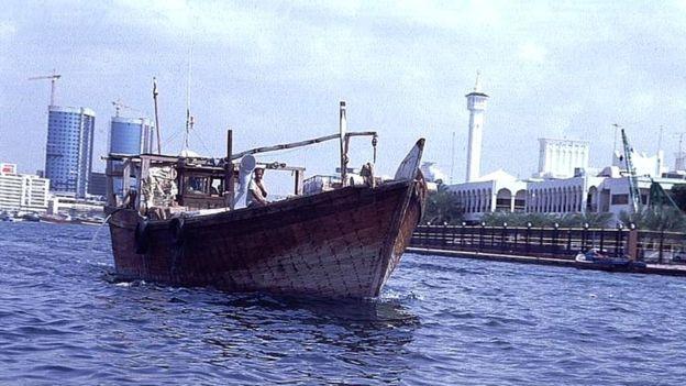 Embarcações dhows são usadas para enviar heroína da costa do Paquistão até Moçambique (Foto: BBC)