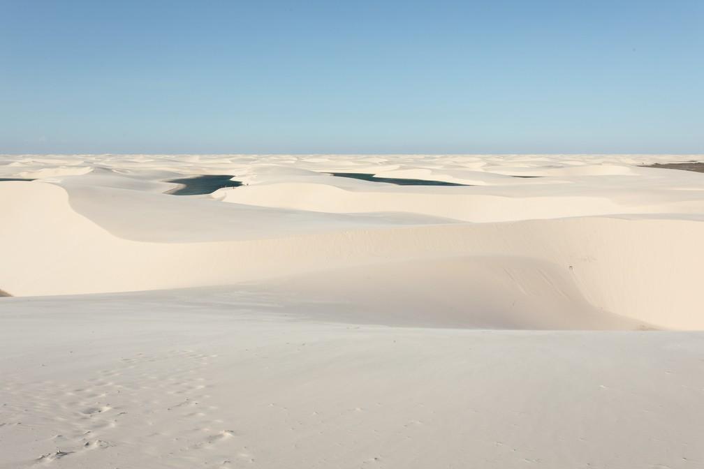 Visual dos lençóis: dunas a perder de vista permeadas por lagoas — Foto: Celso Tavares/G1
