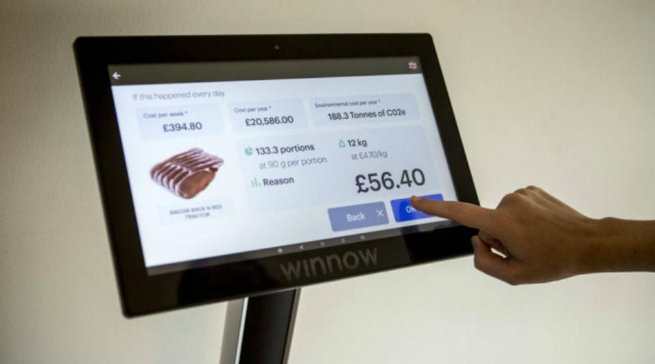 """Segundo a Winnow, em média, os clientes que usam a """"balança inteligente"""" conseguem cortar o desperdício de alimentos pela metade em um ano (Foto: Divulgação)"""