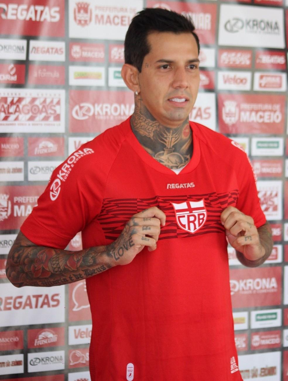 Victor Ramos é apresentado oficialmente pelo CRB — Foto: Gustavo Henrique/Ascom CRB