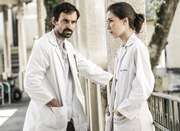 Julio Andrade e Marjorie Estiano são os protagonistas Evandro e Carolina (Foto: João Miguel Junior/TV Globo)