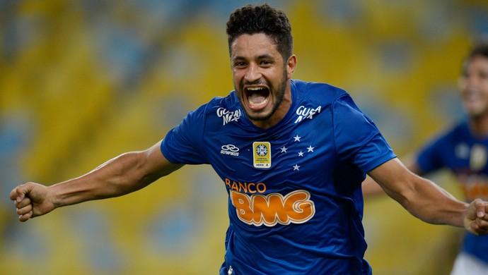 Cruzeiro tem maior presença ofensiva, mas zaga leva mais gols que em 2013
