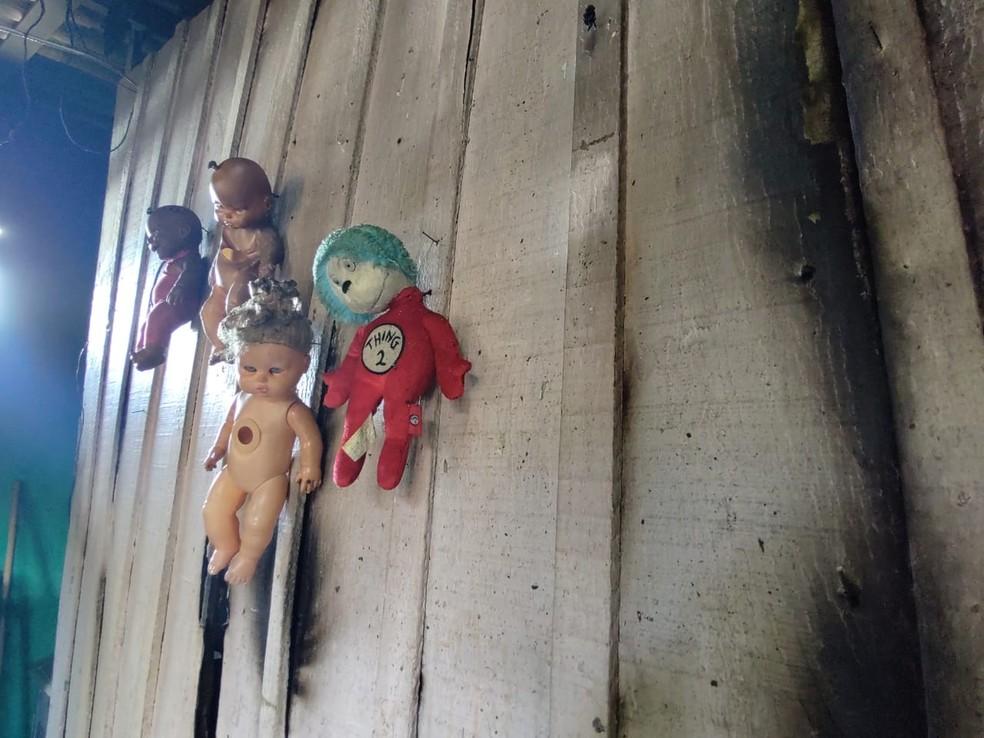 Durante ocorrência, Bombeiros conseguiram controlar o fogo e salvar pertences da família — Foto: Eliana Nascimento/G1 AM