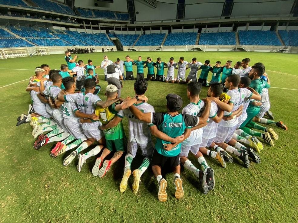 Jogadores do Floresta comemoram acesso à Série C; elenco também vai disputar a Taça Fares Lopes — Foto: Lucas Catrib/SVM