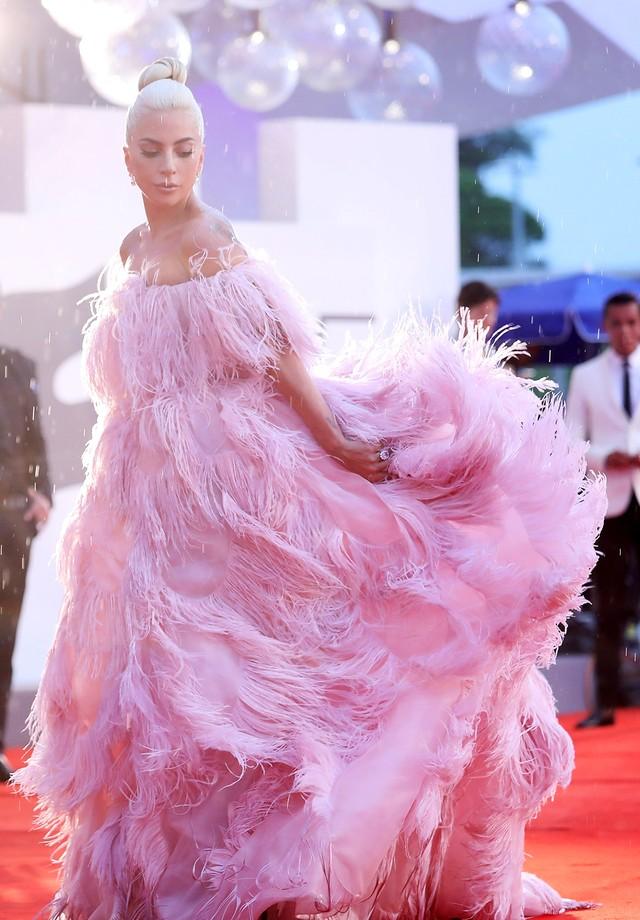 Lady Gaga de Valentino no Festival de Cinema de Veneza de 2018 (Foto: Getty Images)