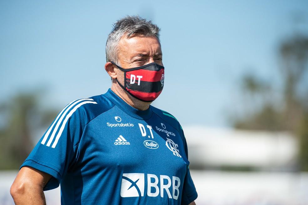 Flamengo consegue documentos necessários e aguarda regularização de Domènec Torrent no BID da CBF