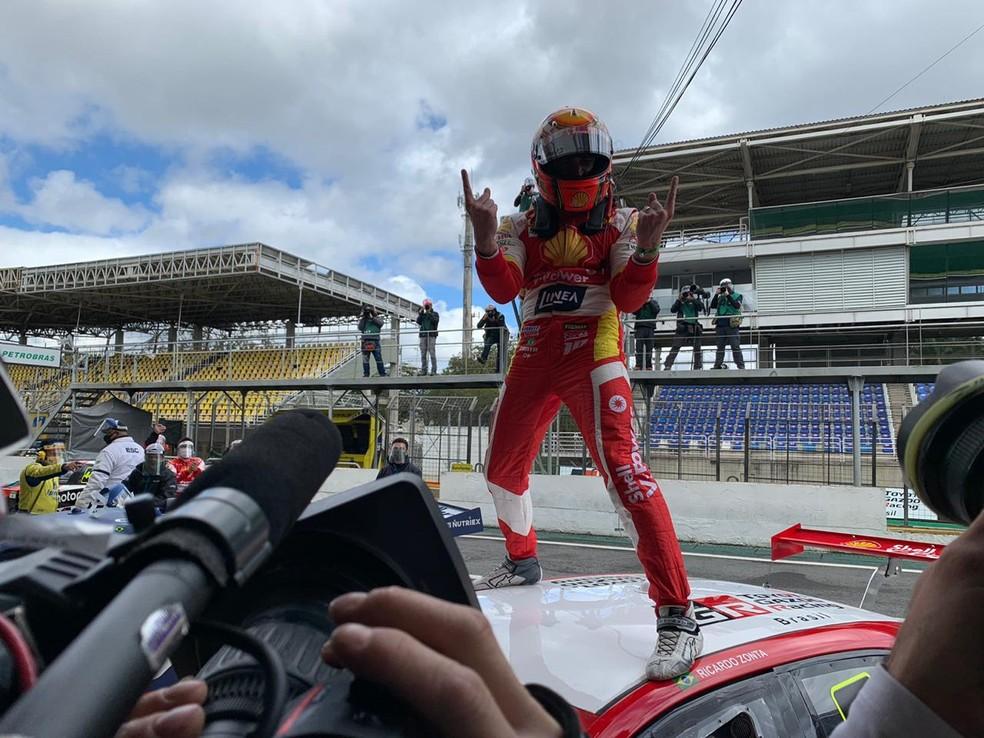 Ricardo Zonta campeão Corrida do Milhão Solidário Stock Car — Foto: Erica Hideshima