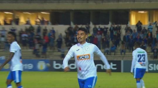 """No São Bento, Fabrício Oya ganha elogios de técnico do sub-20 do Corinthians: """"Acima da média"""""""