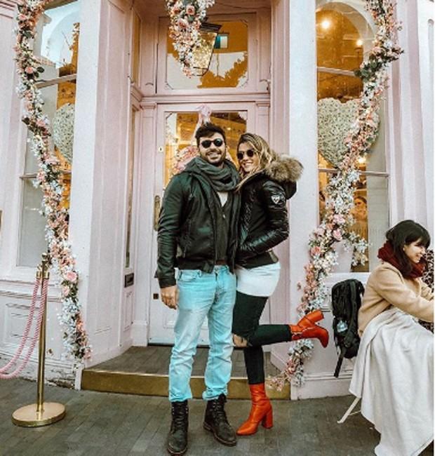 Aline Gotschalg com o namorado, Geraldo Souto, em Londres, na Inglaterra (Foto: Reprodução/Instagram)