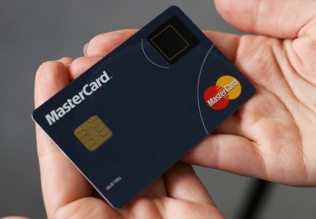 Cartão com sensor biométrico: tecnologia para tornar compras por aproximação à prova de fraudes (Foto: Divulgação/Mastercard)