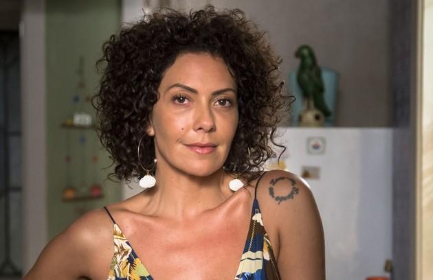 Cacau (Fabiula Nascimento) terá se tornado uma mulher bem-sucedida e dona de um restaurante (Foto: TV Globo)